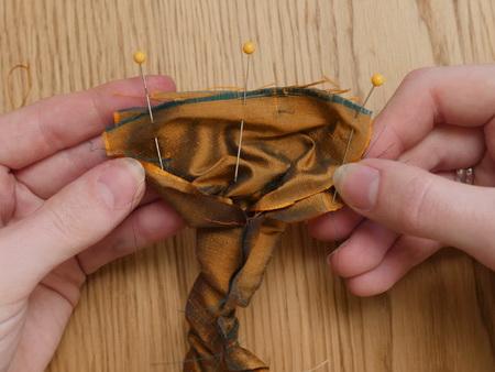 Как быстро сшить простую резинку для волос?