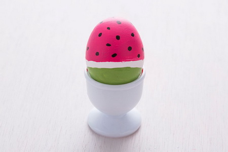 Как украсить пасхальные яйца в виде ярких фруктов и овощей?