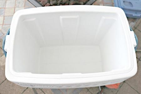 Как быстро очистить переносной холодильник от плесени и запаха?