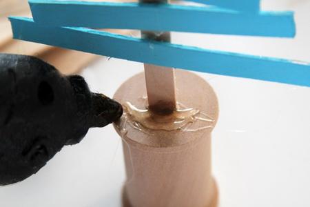 Как сделать елку из палочек для мороженого?