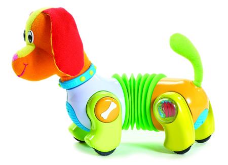 игрушки, за которыми бы ребенок мог бы идти, или тянуть за собой (только чтобы при этом игрушка обязательно делала в движении что-то интересное), вырабатывая умение держаться на двух ногах