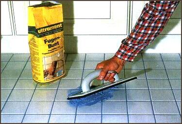 Как устранить трещины в керамической плитке?