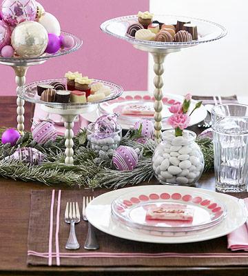 Как красиво сервировать новогодний стол: идеи от декораторов