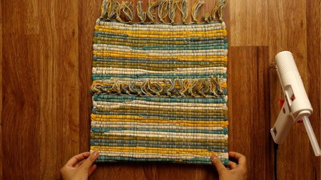 Как быстро сделать клатч из старого ремня и кухонной салфетки?