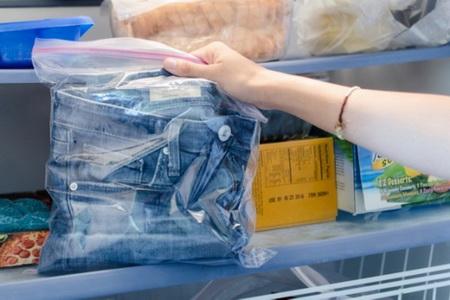 Как убрать пятна от пластилина на одежде?