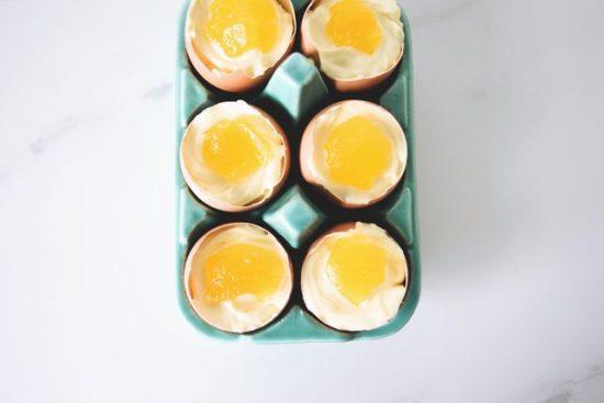 Как приготовить красивый и оригинальный десерт: чизкейк в яичной скорлупе
