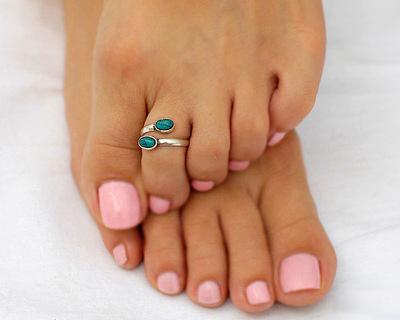 Оденьте колечко на средний палец каждой ноги