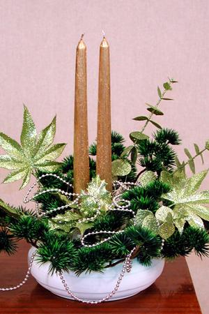 Шишки в новогодних украшениях