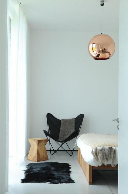 Гостевая спальня должна быть светлой и легкой, с чистыми, простыми линиями