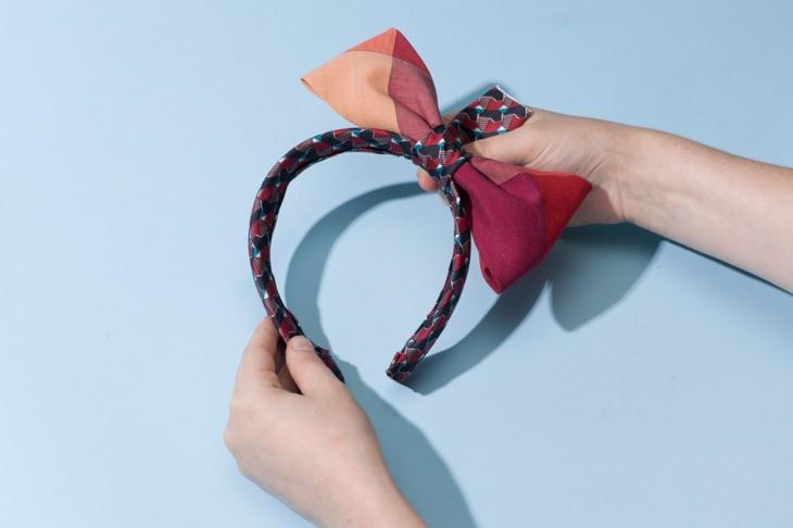 Как сделать оригинальные украшения из обычных галстуков?