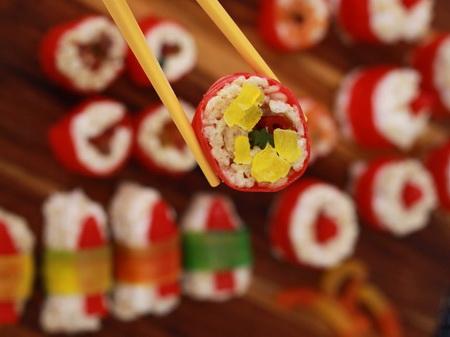 Как сделать сладкие суши и роллы?