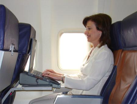 Как перенести многочасовой перелет на самолете