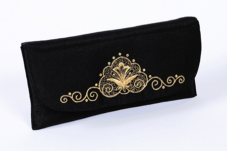 Модный современный клатч, имеющий статичное крепление на поясной ремень оптимален для девушек и для многих женщин
