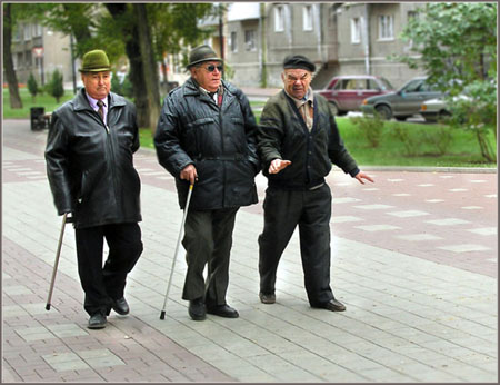 Самые обычные и естественные упражнения, такие как прогулки,  рекомендуются для более старшего поколения
