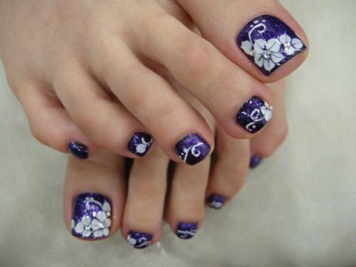 рисунки на ногтях иголкой педикюр цветы стразы