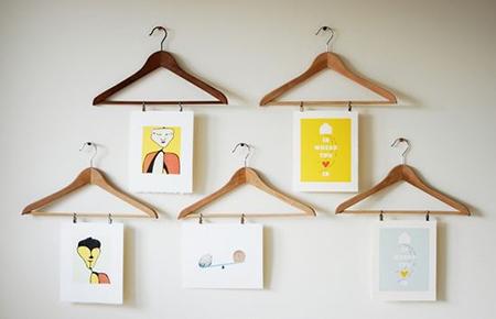 Оригинальная и креативная идея – снимки на деревянных вешалках