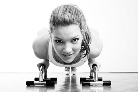 Найдите вид спорта/физических упражнений, которые доставляют вам удовольствие, и начинайте заниматься – это поможет вернуть тонус организму