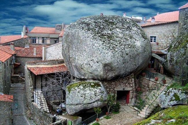 Как посетить самую португальскую деревню Монсанто