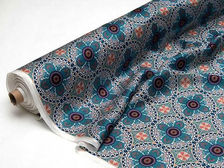 Выберите ткань с традиционным или классическим стилем узора