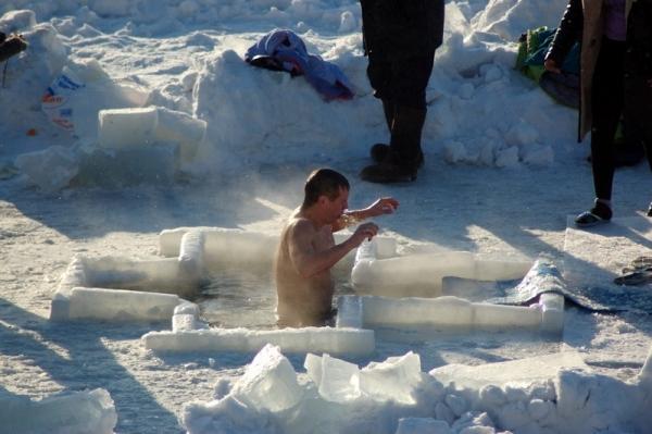Как подготовить себя к Крещенскому купанию в проруби?
