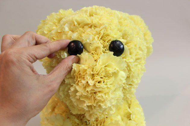 Как сделать цветочную композицию в виде плюшевого мишки (игрушки)