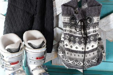 Как сшить сумку на завязке из старого свитера
