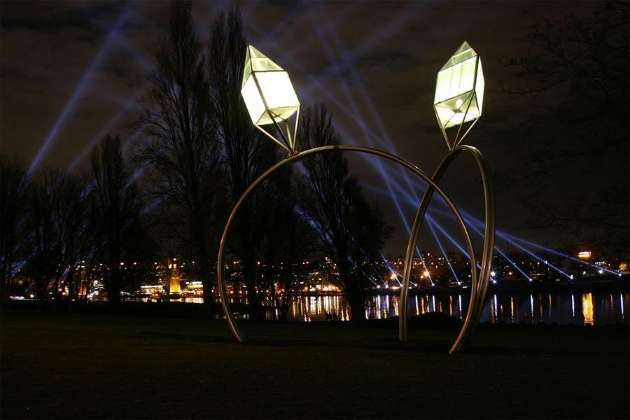 Гигантские обручальные кольца с фонарями в Канаде. Скульптура.
