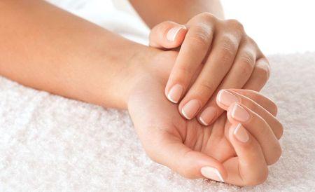 Как правильно проводить парафинотерапию рук в домашних условиях?
