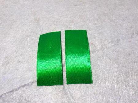 Как сделать восьмерку из атласных лент на подарок?