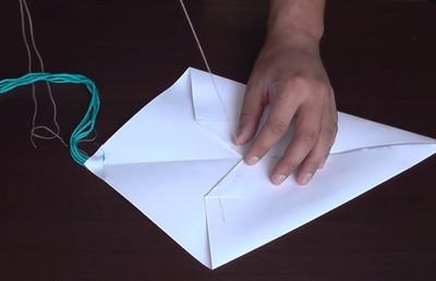 Как сделать воздушный змей из бумаги-13