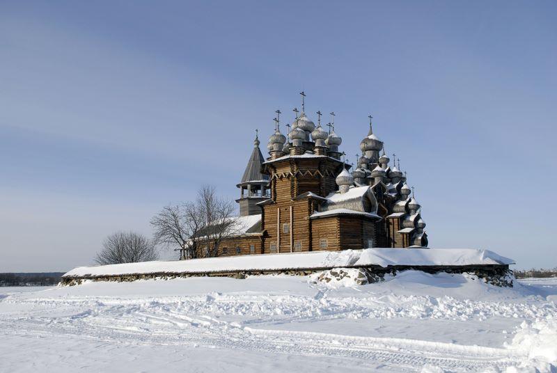 Как весело и где провести новогодние каникулы в России?