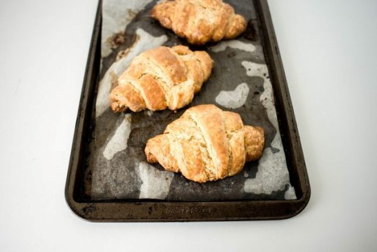 Как сделать слоеное тесто и приготовить из него настоящие французские круассаны