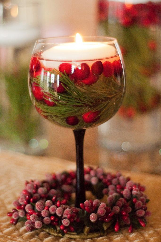 Как можно использовать бокалы для новогоднего декора?