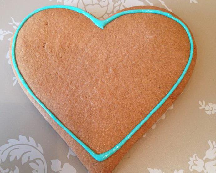 Как расписать сладкую валентинку глазурью?