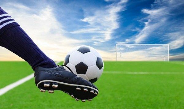 научиться играть в футбол