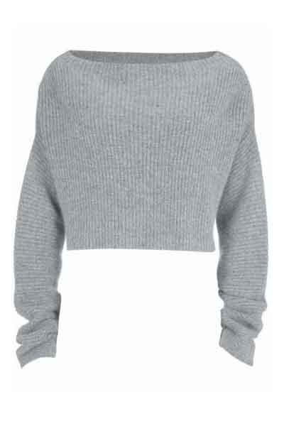 Ее вариант включает в себя рубашки с воротником, которые можно носить под свитерами с вырезом-лодочкой