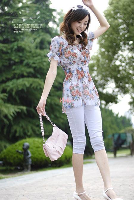 комбинируйте капри с летними блузками и туниками