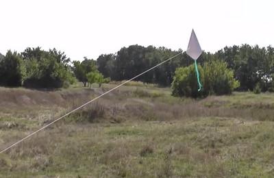Как сделать воздушный змей из бумаги-14