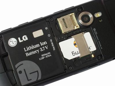 Немедленно вытащите аккумулятор (чтобы не произошло короткого замыкания) и SIM карту