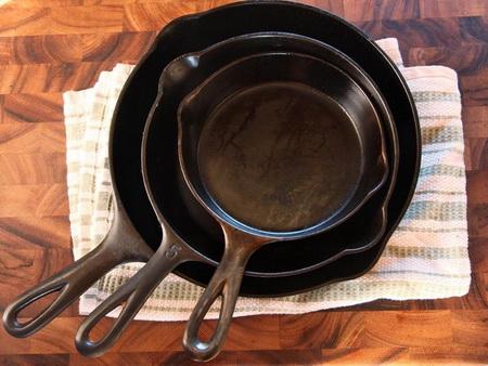 Как сделать, чтобы чугунная сковорода не пригорала
