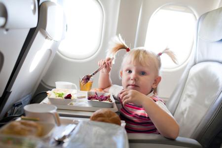 Как сделать путешествие с ребёнком в самолёте более комфортным?