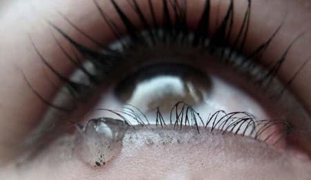 Умение начинать плакать в нужный момент как по мановению волшебной палочки к некоторым приходит легко, и становится вселенской пыткой для других