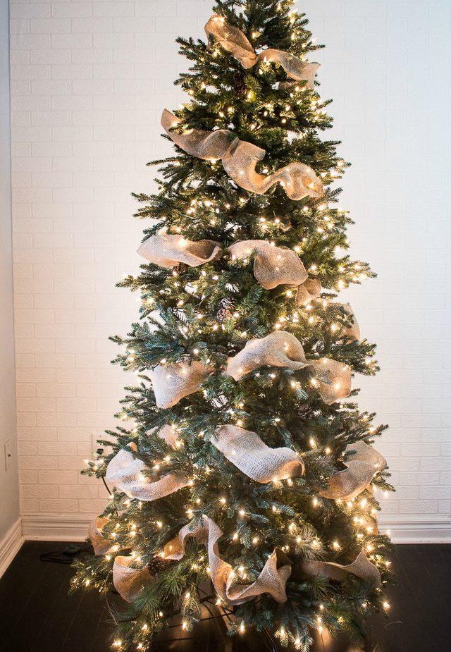 Как быстро украсить новогоднюю елку лентами?