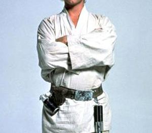 Часто Люк в принципе обходился без нижней майки, так что одного жакета на голое тело в этом случае будет достаточно