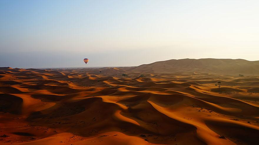 Сумерки в пустыне - воздушный шар