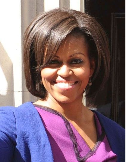 Более элегантный вариант челки набок, - который носит г-жа Обама