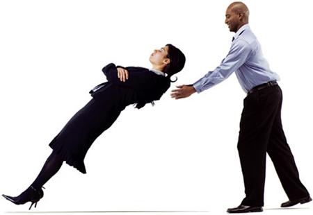 Большинство успешных отношений имеют под собой серьезный фундамент под названием «доверие».