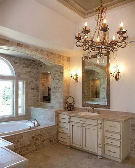 Люстра в ванной - новый тренд