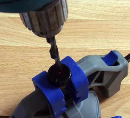 Как сделать настольную лампу из бутылки и баночки для специй
