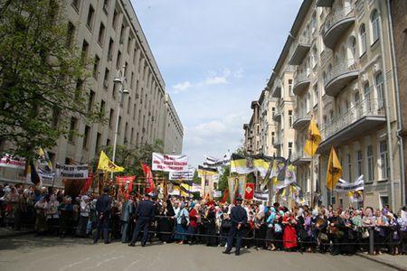 Как Алексей Навальный вписывается в протестное движение в истории российской